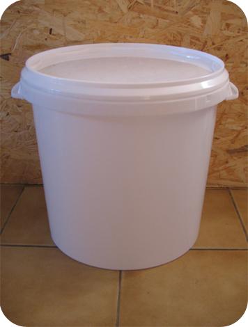 seau-plastique-pour-toilette-seche-27-litres