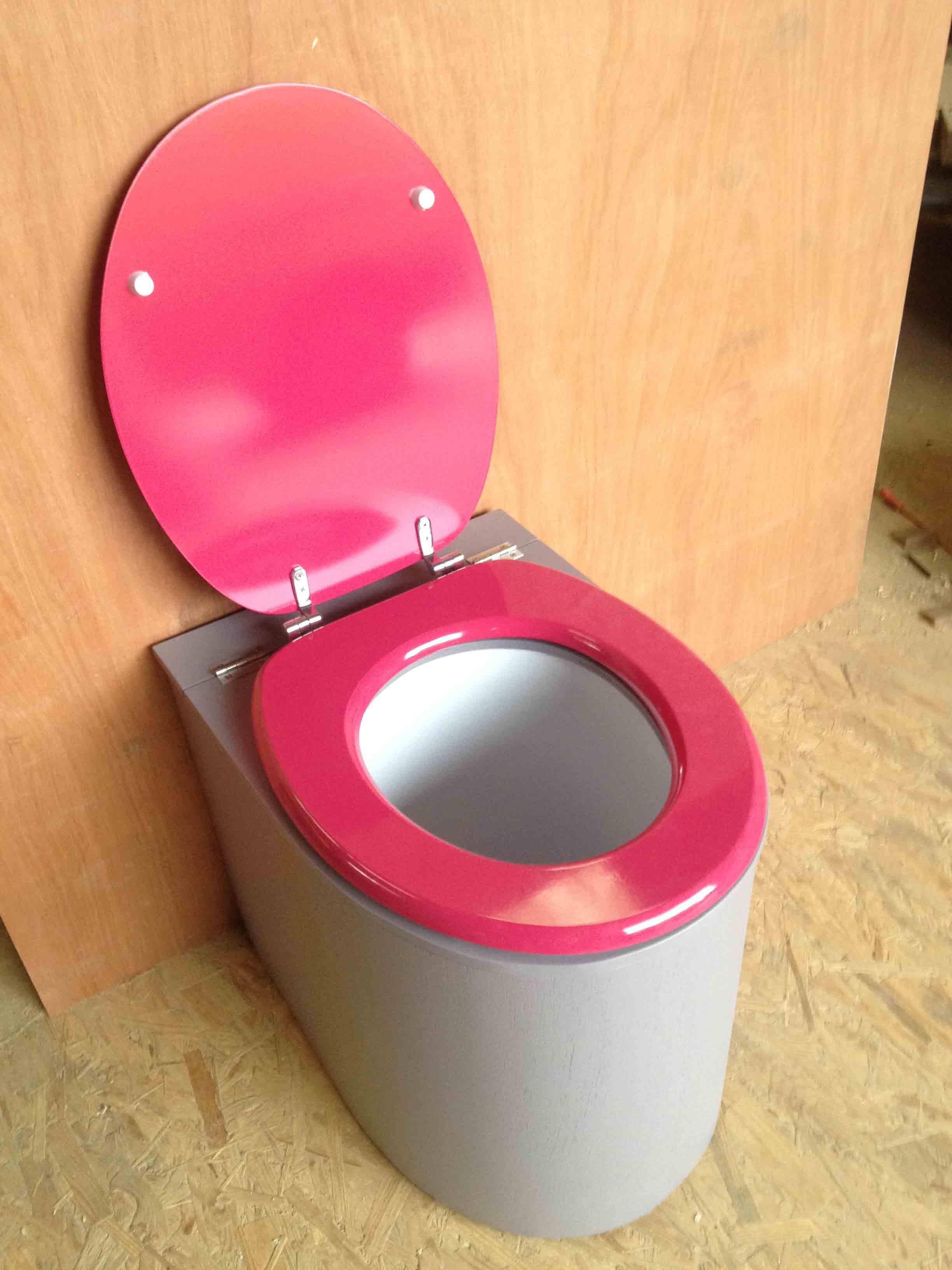 Toilettes sèches en appartement gris