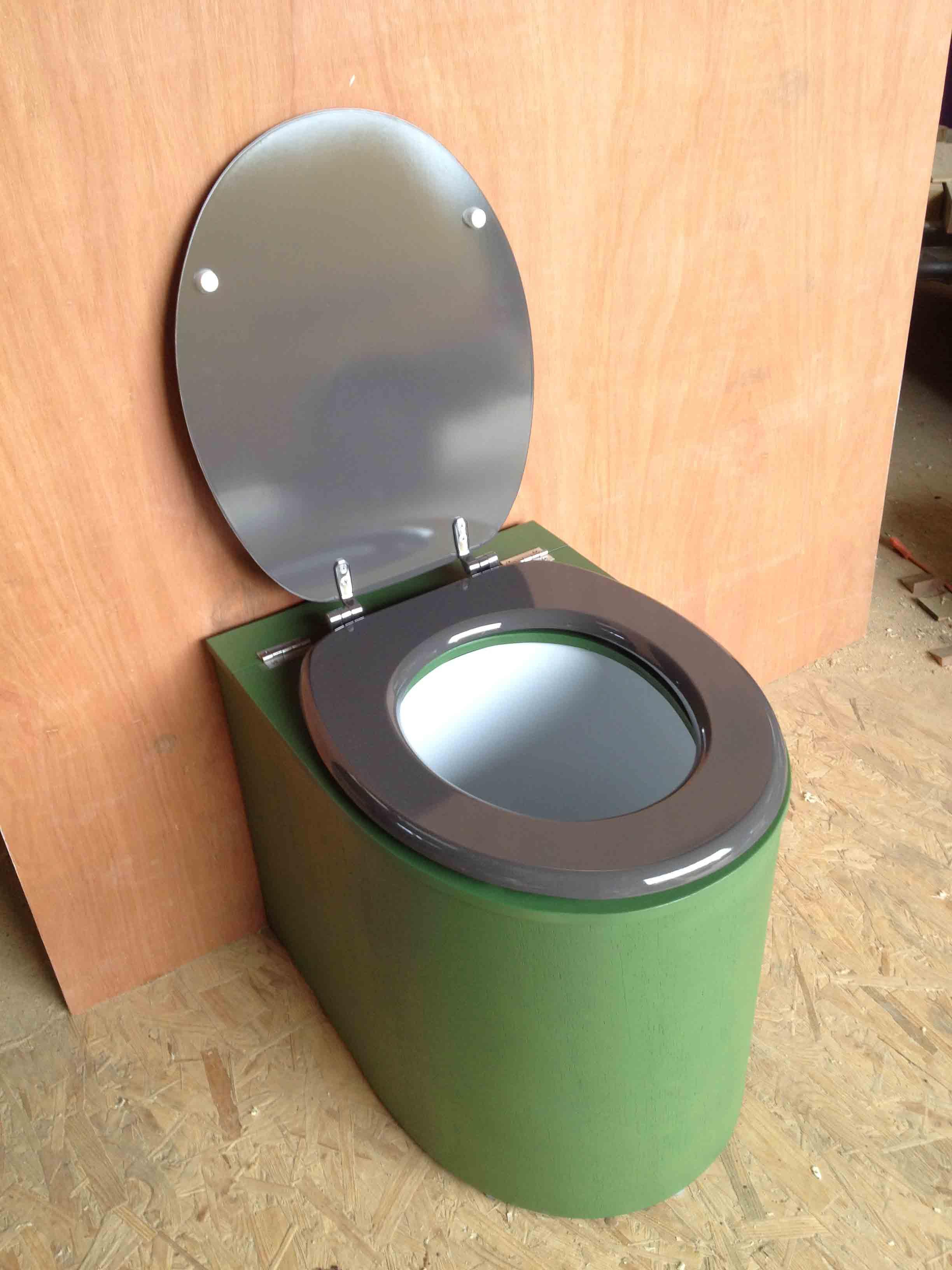 Toilettes sèches en appartement vert et gris