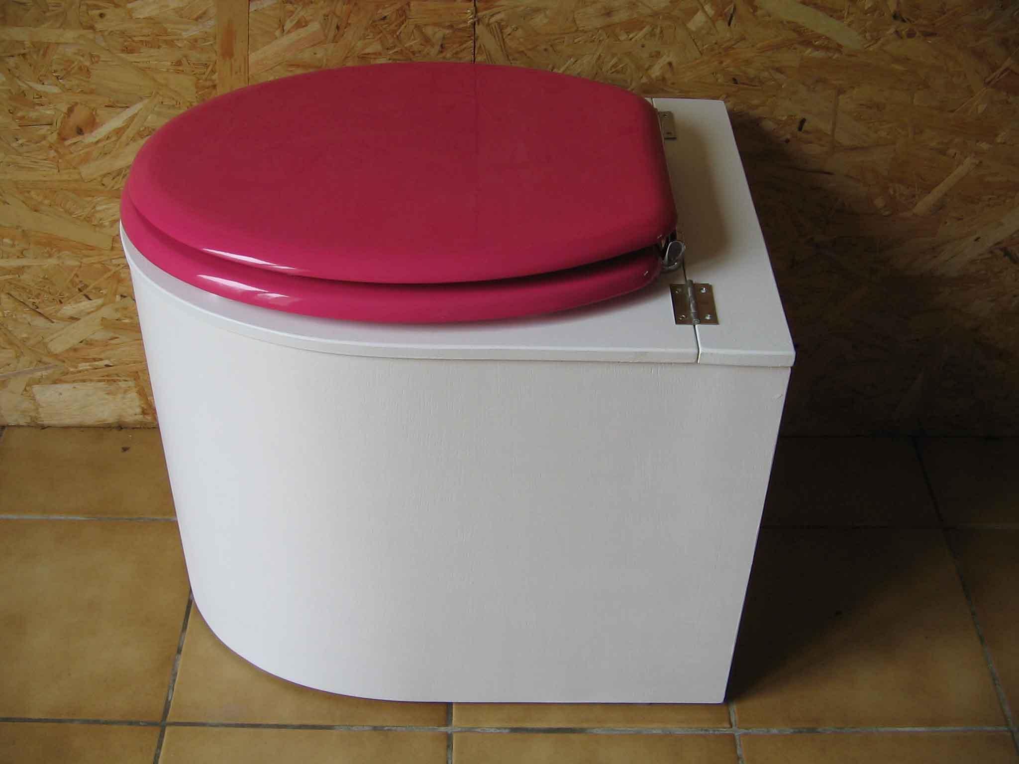Toilettes sèches design blanche et rose