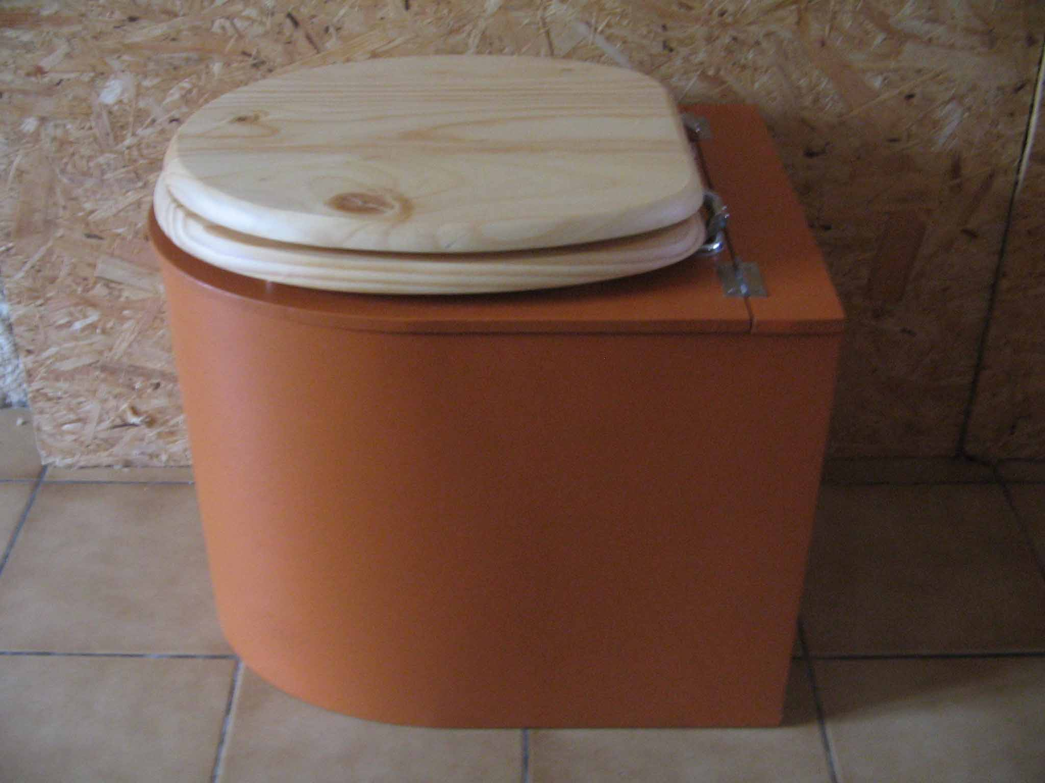 Toilettes sèches design orange