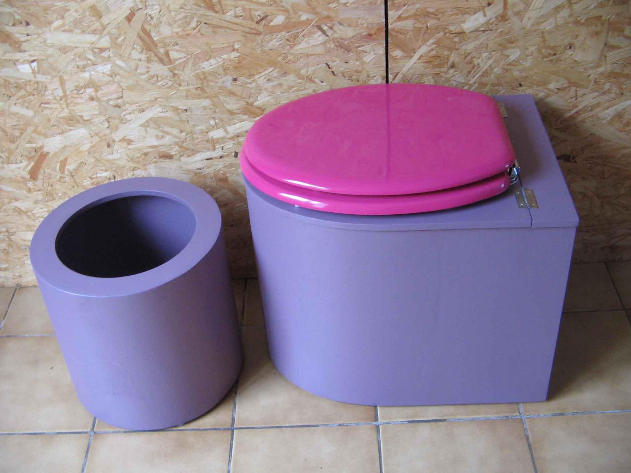 Toilettes sèches design violette