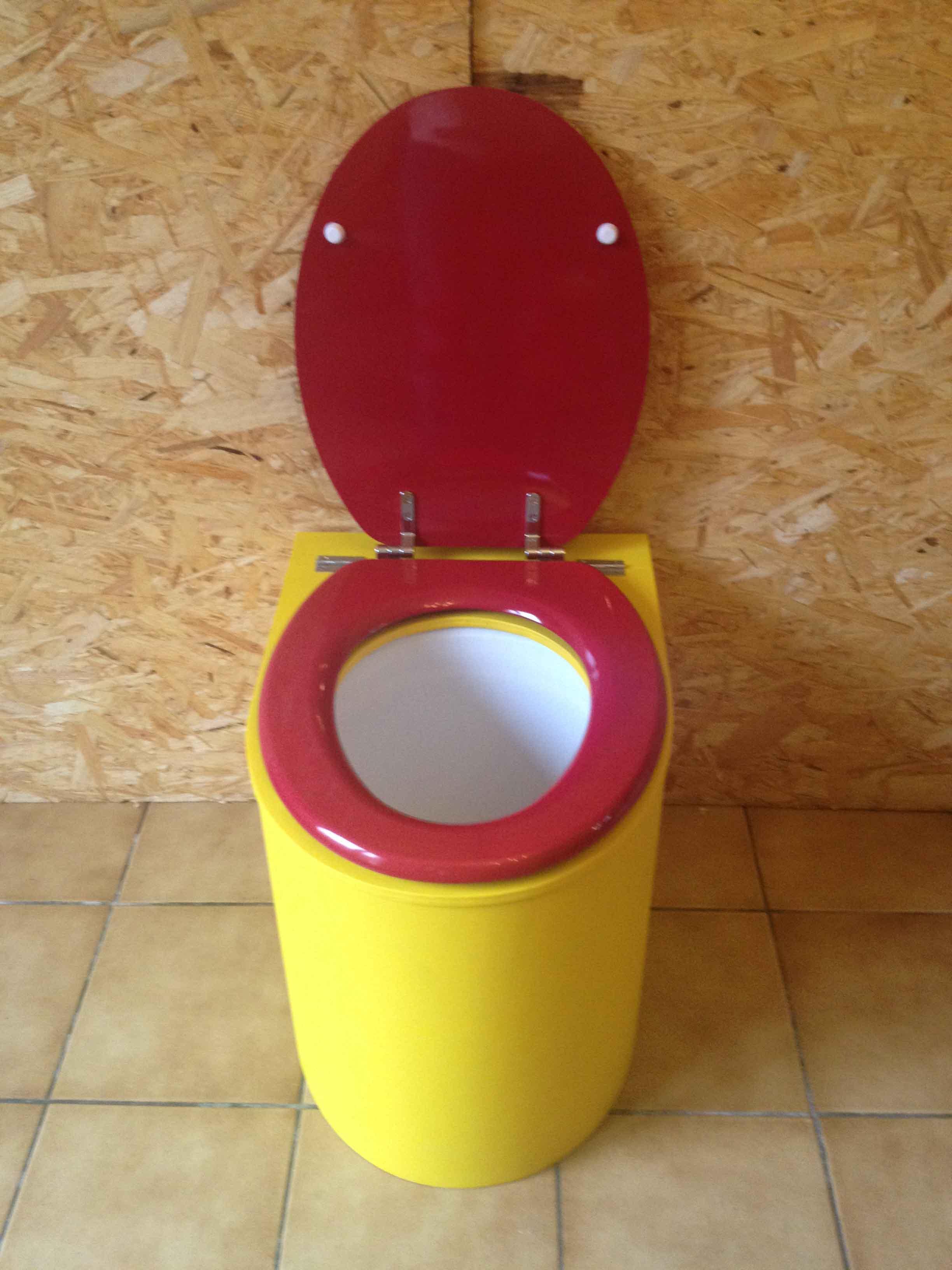 Toilettes sèches modernes jaune