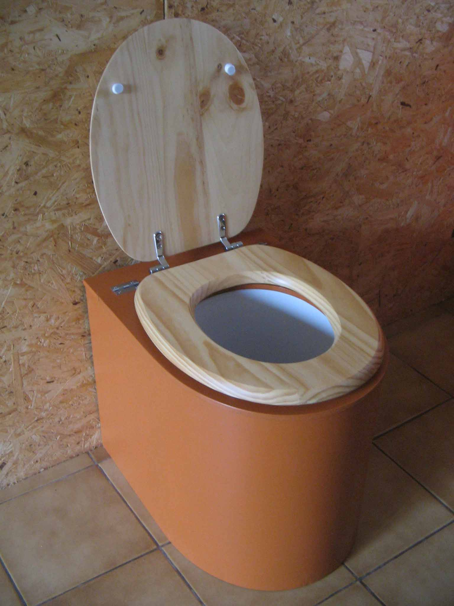 Toilettes sèches en appartement orange